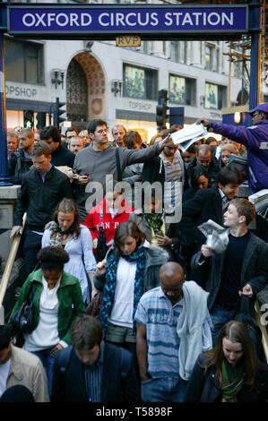 Crowds of evening commuters queuing to get into Oxford Circus Underground Station. Oxford Street, London.  30/09/2008 - Stock Photo