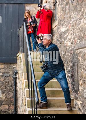 Photographers taking photos of Outlander film location, Bakehouse Close, Royal Mile, Edinburgh, Scotland, UK - Stock Photo