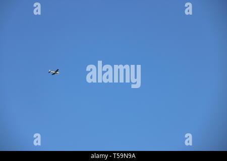 Flugzeug am Himmel - Stock Photo