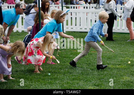 Washington, USA. 22nd Apr, 2019. Children take part in the annual Easter Egg Roll at the White House in Washington, DC, the United States, on April 22, 2019. White House Easter Egg Roll was held on the South Lawn on Monday as the annual tradition entered its 141st year. Credit: Ting Shen/Xinhua/Alamy Live News - Stock Photo
