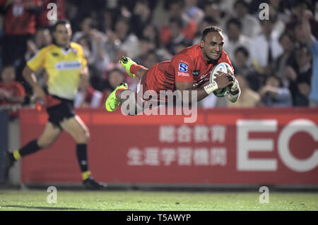 Semisi Masirewa of Sunwolves dives for scoring a try during the 2019 Super Rugby match between Sunwolves 23-29 Hurricanes at Prince Chichibu Memorial Stadium in Tokyo, Japan on April 19, 2019. Credit: FAR EAST PRESS/AFLO/Alamy Live News - Stock Photo