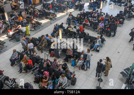 London, UK. 22nd Apr, 2019. passengers waiting in the departure lounge on a busy Easter bank holiday Monday as Heathrow airport announces an increase in passenger numbers for the 29th month in a row as 6.5 million passengers passed through the UK's busiest airport in March, an average of 210,000 per day. The increase was 0.5 per cent compared with the same month in 2018, representing an additional 1,000 passengers per day. Credit: amer ghazzal/Alamy Live News - Stock Photo
