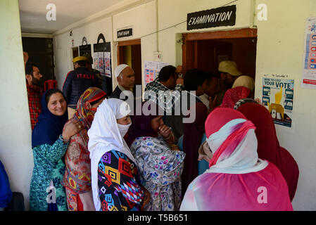 Anantnag, Jammu and Kashmir, India. 23rd Apr, 2019. Kashmiri voters seen standing in a queue to cast their votes outside a polling station in Anantnag, South Kashmir.On the third phase of India's Parliamentary elections, Indians went to polls amid complete shut down and internet gag. Credit: Idrees Abbas/SOPA Images/ZUMA Wire/Alamy Live News - Stock Photo