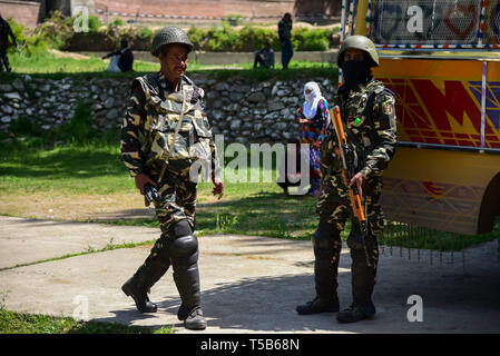 Anantnag, Jammu and Kashmir, India. 23rd Apr, 2019. Indian paramilitary forces seen guarding a polling station during the third phase of India's Lok Sabha election in Anantnag, South Kashmir.On the third phase of India's Parliamentary elections, Indians went to polls amid complete shut down and internet gag. Credit: Idrees Abbas/SOPA Images/ZUMA Wire/Alamy Live News - Stock Photo