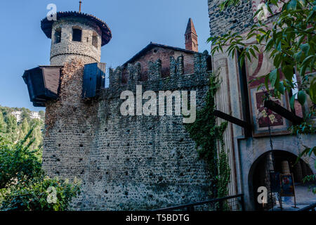 Borgo Medievale, a 19th-century reproduction of a riverside medieval village with houses, workshops, castle & gardens in Turin - Stock Photo