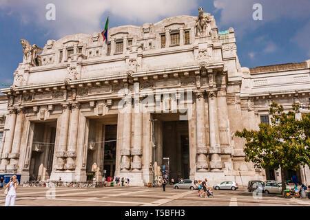 The main entrance to Milano Centrale Railway Station - Stock Photo