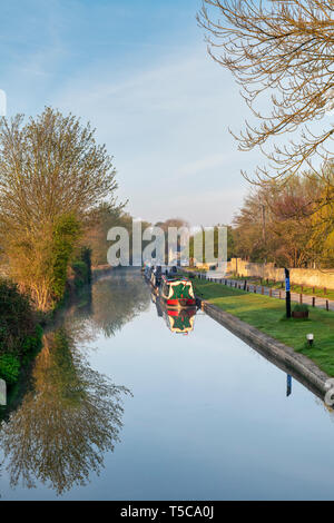 Canal boats on the oxford canal in the early morning spring sunlight. Thrupp, Oxfordshire, England - Stock Photo