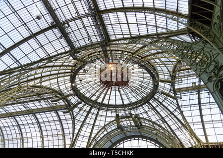 Paris, France. 3th April, 2019. The nave of the Grand Palais in Paris, 2019, France. Credit: Veronique Phitoussi/Alamy Stock Photo - Stock Photo