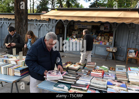 Madrid, Madrid, Spain. 23rd Apr, 2019. A man is seen reading a book at the Cuesta de Moyano street in Madrid during the World Book Day.World Book Day is celebrated all over the world. The specific date was chosen by the Spanish booksellers to honour the author Miguel de Cervantes, who died on April 22nd in 1616. Credit: John Milner/SOPA Images/ZUMA Wire/Alamy Live News - Stock Photo
