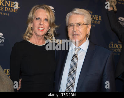 Stuttgart, Germany. 18th Feb, 2018. Britta Elstner and presenter Frank Elstner are on the red carpet for the premiere of the musical 'Der Glöckner von Notre Dame' at the Apollo Theater. According to Elstner, he has Parkinson's disease. He was diagnosed three years ago, Elstner said in an interview with 'Die Zeit'. (to dpa 'Frank Elstner falls ill with Parkinson's disease') Credit: Sebastian Gollnow/dpa/Alamy Live News - Stock Photo