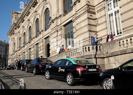 Taxis line up in queue taxi rank waiting outside entrance to Sao Bento Railway Station in Porto Portugal Europe KATHY DEWITT - Stock Photo