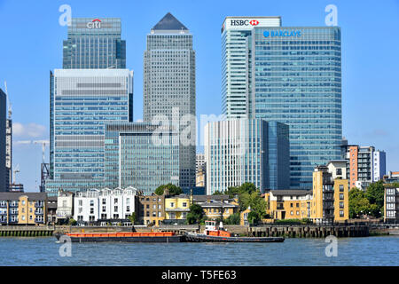 Modern landmark skyscraper building on Canary Wharf London Docklands skyline in financial banking district HQ bank office for Barclays HSBC England UK - Stock Photo