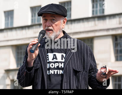 Peter Egan speaking at the London march against trophy hunting and extinction rally at Richmond Terrace, opposite Downing Street, London. - Stock Photo