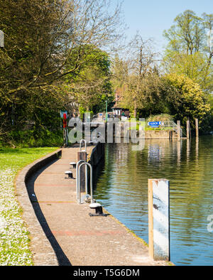 Caversham Lock, River Thames, Reading, Berkshire, England, UK, GB. - Stock Photo