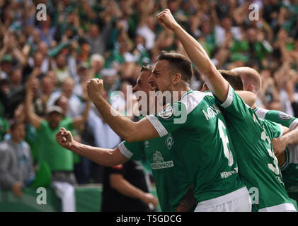 Bremen, Germany. 24th Apr, 2019. Soccer: DFB Cup, semi-final: Werder Bremen - FC Bayern Munich in the Weserstadion. Bremen's players Max Kruse (h) and Kevin Möhwald cheer after the equalizing goal to 2:2. (Important note: The DFB prohibits the use of sequence images on the Internet and in online media during the game (including half time). Blocking period! The DFB permits the publication and further use of images on mobile devices (especially MMS) and via DVB-H and DMB only after the end of the game.) Credit: Carmen Jaspersen/dpa/Alamy Live News - Stock Photo