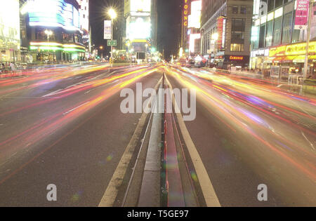 New York City, New York, USA. 31st Aug, 2003. Traffic drives through Times Square in Manhattan, New York City, New York, August 31, 2003. Credit: Bill Putnam/ZUMA Wire/Alamy Live News - Stock Photo