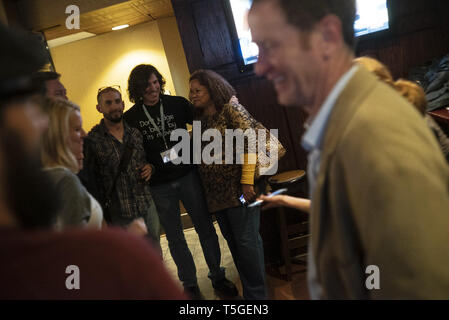 Washington, DC, USA. 9th Feb, 2017. Writers gather at a bar after a conference in Washington, DC, February 9, 2017. Credit: Bill Putnam/ZUMA Wire/Alamy Live News - Stock Photo