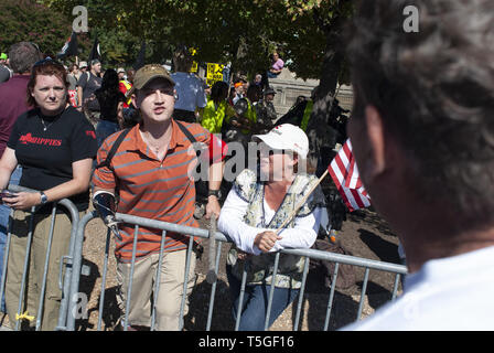 Washington, DC, USA. 15th Sep, 2007. A wounded soldier yells back at anti-war demonstrators during a march against the Iraq war in Washington, DC, Sept. 15, 2007. Credit: Bill Putnam/ZUMA Wire/Alamy Live News - Stock Photo