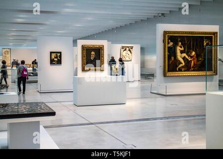 Le Louvre Lens : Galerie du Temps,paintings - Stock Photo