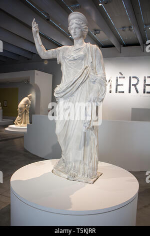 Le Louvre Lens : Hera Queen of the Gods and goddess of marriage known as Farnese Hera,after Polyclète (Ca 460-420 BC) - Stock Photo