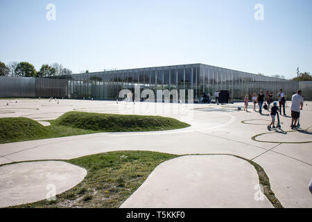 Le Louvre Lens : Architects SANAA - Stock Photo