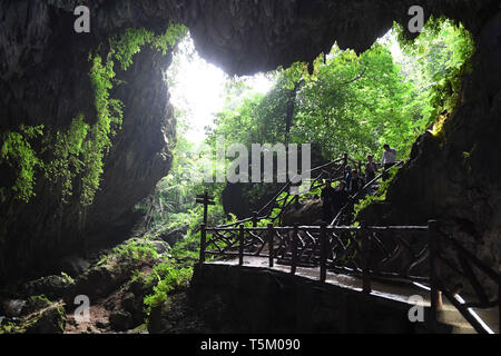 (190425) -- NANNING, April 25, 2019 (Xinhua) -- Tourists visit the Tongling Canyon of Jingxi City, south China's Guangxi Zhuang Autonomous Region, April 16, 2019. Guangxi has promoted major tourism projects and brands in recent years, and the customs of border area have attracted a lot of tourists. (Xinhua/Lu Boan) - Stock Photo