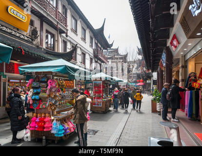 Shops, stalls and restaurants in the Yuyuan Bazaar, Old City, Shanghai, China - Stock Photo