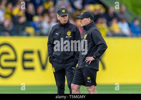 Fußball: Saison 2018/2019, Training von Borussia Dortmund am 25.04.2019  Dortmunds Trainer Lucien Favre und sein Co-Trainer Manfred Stefes - Stock Photo