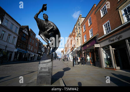 The statue of the 'Surrey Scholar', by Allan Sly, in Guidford High Street, Surrey - Stock Photo