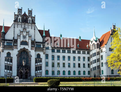 Berlin, Gesundbrunnen, District Court Wedding on the Brunnenplatz square. Listed building built in Neo-Gothic style 1901-1906. - Stock Photo