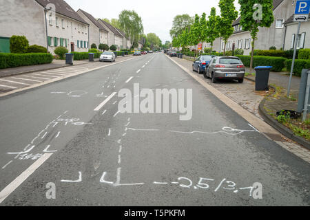 Moers, Germany. 26th Apr, 2019. White markings by the police on the road show the course of an accident after an alleged car race. On Easter Monday, two drivers in powerful cars are said to have fought an illegal car race on the street. According to witnesses, one of the two tried to overtake the other vehicle and drove on the opposite lane. A collision with the small car of a 43-year-old man occurred at a crossroads. The woman died on Thursday. Credit: Arnulf Stoffel/dpa/Alamy Live News - Stock Photo