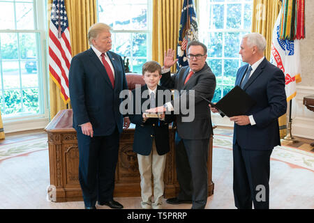 President Donald J. Trump watches as Vice President Mike Pence presides at the ceremonial swearing-in of Andrew Wheeler, joined by his nephew Luke Hooper holding the Bible, as the new Administrator of the Environmental Protection Agency Tuesday, April 16, 2019, in the Oval Office of the White House  People:  President Donald Trump Vice President Mike Pence - Stock Photo