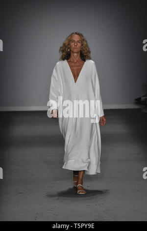 Sao Paulo, Brazil. 26th Apr, 2019. Parade of the Haight brand, at SPFW N47 this Friday, (26) in São Paulo. (Photo: Roberto Casimiro/Fotoarena) Credit: Foto Arena LTDA/Alamy Live News - Stock Photo