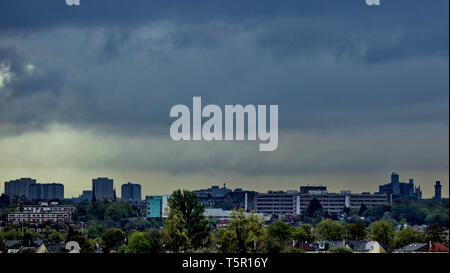 Glasgow, Scotland, UK, 27th, April, 2019, UK Weather:26th. Storm Hannah brings cloud over the west end as the cloud covers the city. Credit Gerard Ferry/Alamy Live News - Stock Photo
