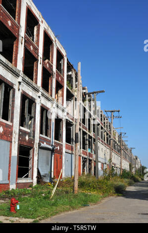 The long-abandoned and vandalized Packard Automotive Plant in Detroit, Michigan opened in 1903 and was designed by architects Albert Kahn Associates. - Stock Photo
