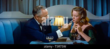 COMMENT EPOUSER UN MILLIONNAIRE HOW TO MARRY A MILLIONAIRE 1953 de Jean Negulesco William Powell Lauren Bacall. coupe de champagne; glass of champagne - Stock Photo