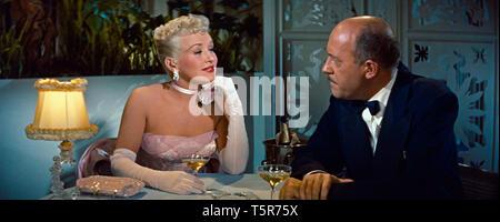 COMMENT EPOUSER UN MILLIONNAIRE HOW TO MARRY A MILLIONAIRE 1953 de Jean Negulesco Betty Grable Fred Clark. coupe de champagne; glass of champagne Prod - Stock Photo