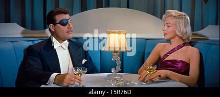 COMMENT EPOUSER UN MILLIONNAIRE HOW TO MARRY A MILLIONAIRE 1953 de Jean Negulesco Alexander D'Arcy Marilyn Monroe. borgne; one-eyed; coupe de champagn - Stock Photo