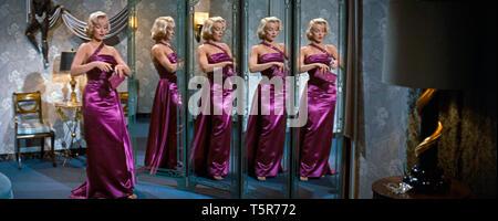 COMMENT EPOUSER UN MILLIONNAIRE HOW TO MARRY A MILLIONAIRE 1953 de Jean Negulesco Marilyn Monroe. miroir; mirror; reflet; reflection Prod DB © 20th Ce - Stock Photo