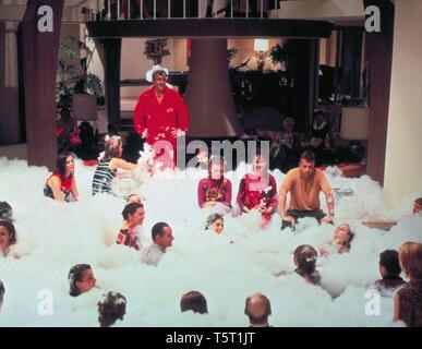 LA PARTY THE PARTY 1968 de Blake Edwards Peter Sellers. bain moussant; mousse; bubble bath Prod DB © The Mirisch Corporation - United Artists / DR - Stock Photo