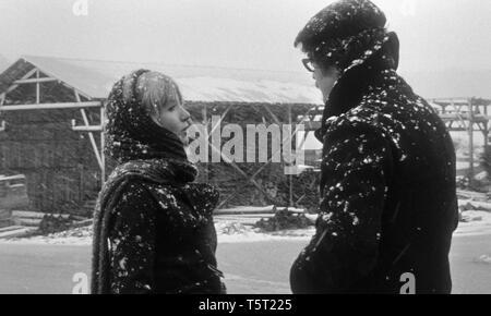 LA SALAMANDRE 1971 de Alain Tanner Bulle Ogier Jacques Denis. Prod DB © Filmograph S.A. - Forum Films - Svocine / DR - Stock Photo
