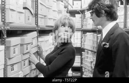 LA SALAMANDRE 1971 de Alain Tanner Bulle Ogier Daniel Stuffel. Prod DB © Filmograph S.A. - Forum Films - Svocine / DR - Stock Photo