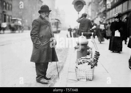 Pretzel vendor, 6th Ave., New York 1900. - Stock Photo