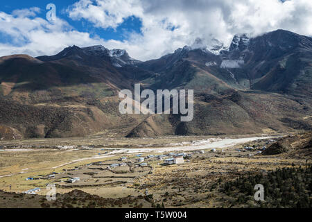 Mountains in front of the village of Chozo, Lunana Gewog, Gasa District, Snowman Trek, Bhutan - Stock Photo