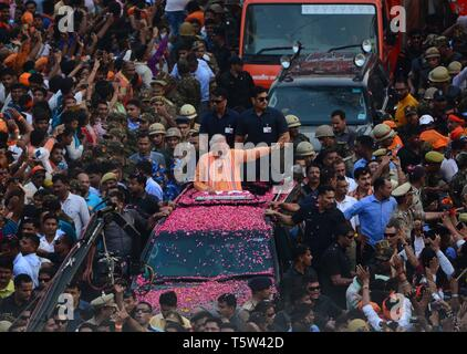Varanasi, India. 25th Apr, 2019. Varanasi: Bhartya Janta party (BJP) leader and Indian Prime Minister Narendra Modi take part in a road show in Varanasi, Uttar Pradesh, India, 25 April 2019. Prime Minister Narendra Modi will file his election nomination on 26 April, from the Varanasi constituency for the parliamentary or general elections for India's 545-member lower house of parliament, or Lok Sabha, that is held every five years. Credit: Prabhat Kumar Verma/Pacific Press/Alamy Live News - Stock Photo