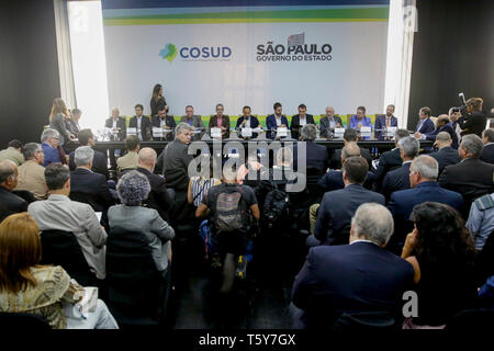 São Paulo, Brazil. 27th April 2019. Governor Joao Doria will receive the meeting of Governors of the Southern and Southeastern Integration Consortium, Cosud, this Saturday, 27, at the Bandeirantes Palace. The Cosud brings together the Governors Joao Doria, SP, Claudio Castro, Vice Governor of the State of Rio de Janeiro, Romeu Zema, MG, Renato Casagrande, ES, Darci Piana, Vice Governor, PR, Carlos Moises, SC, and Eduardo Leite, RS . Among the topics in the agenda are pension reform, renegotiation of the State debts with the Union and compliance wi Credit: AGIF/Alamy Live News - Stock Photo
