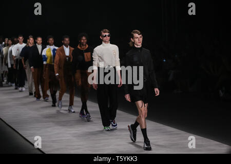 Sao Paulo, Brazil. 27th Apr, 2019. Models present creations by Piet during the Sao Paulo Fashion Week in Sao Paulo, Brazil, on April 27, 2019. Credit: Rahel Patrasso/Xinhua/Alamy Live News - Stock Photo