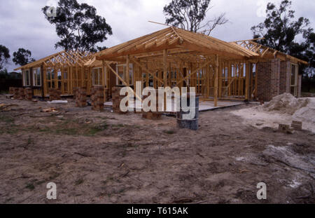 NEW HOME BEING BUILT, SUBURBAN SYDNEY, NEW SOUTH WALES, AUSTRALIA. - Stock Photo