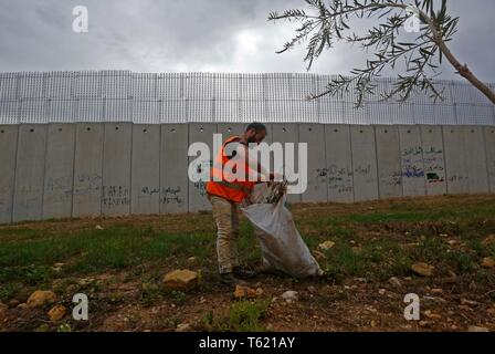 Beirut, Lebanon. 27th Apr, 2019. A Lebanese worker is seen next to the separation wall along the border with Israel, in southern Lebanon, April 27, 2019. Israel's construction of a wall along its border with Lebanon is a contentious issue between the two countries. Credit: Bilal Jawich/Xinhua/Alamy Live News - Stock Photo