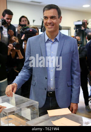 Pozuelo de Alarcon, Madrid, Spain. 28th Apr, 2019. Pedro Sanchez, Prime Minister of Spain and candidate of the Socialist Party PSOE, votes in the parliamentary elections. Almost 37 million voters are called upon to elect a new parliament. Credit: Cèzaro De Luca/dpa/Alamy Live News - Stock Photo